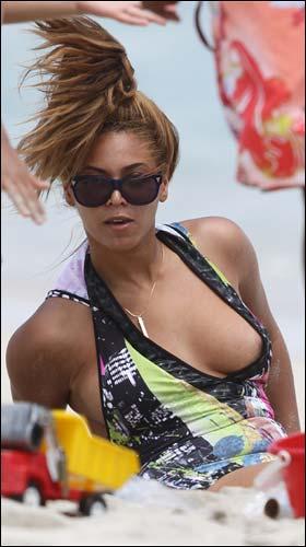 Beyonce Wardrobe Malfunction Picture